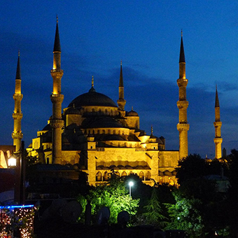 Photo of the Blue Mosque at night